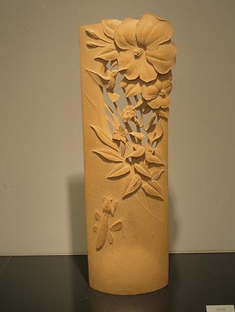 オーダーメイドの木彫インテリア作品「ハイビスカスとハチドリ」