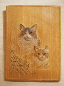 オーダーメイドの木彫レリーフ「猫」
