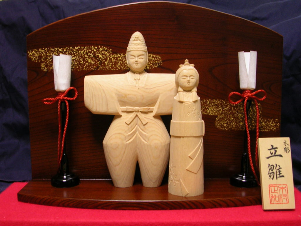 オーダーメイドの木彫り彫刻立雛