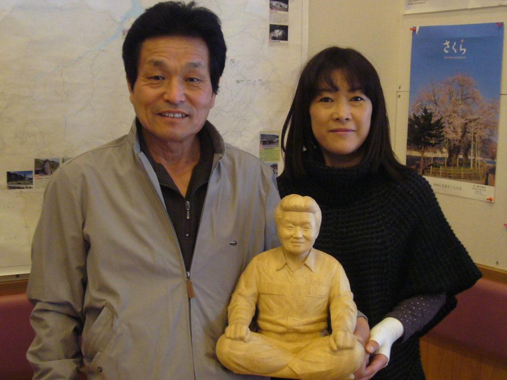 オーダーメイドのそっくり木彫人形の納品写真