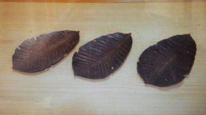 オーダーメイドの木彫朴葉盆