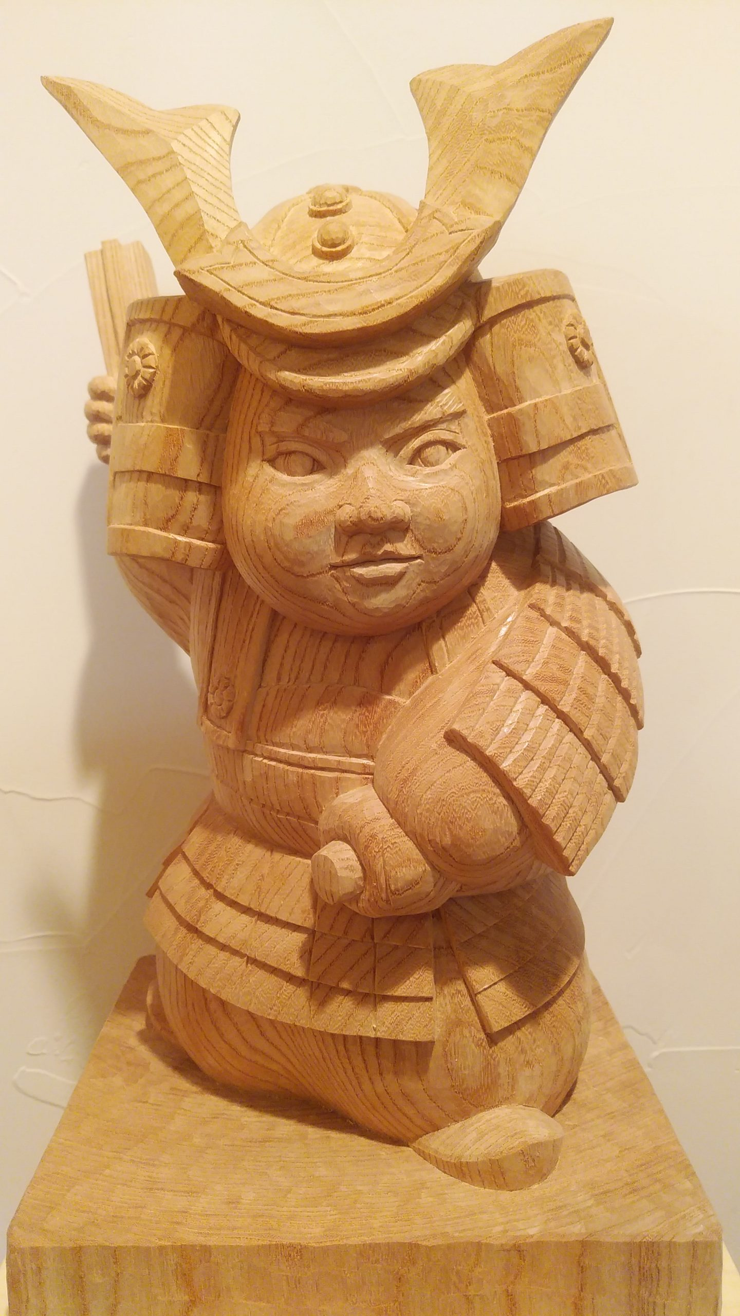 オーダーメイドの木彫武者人形