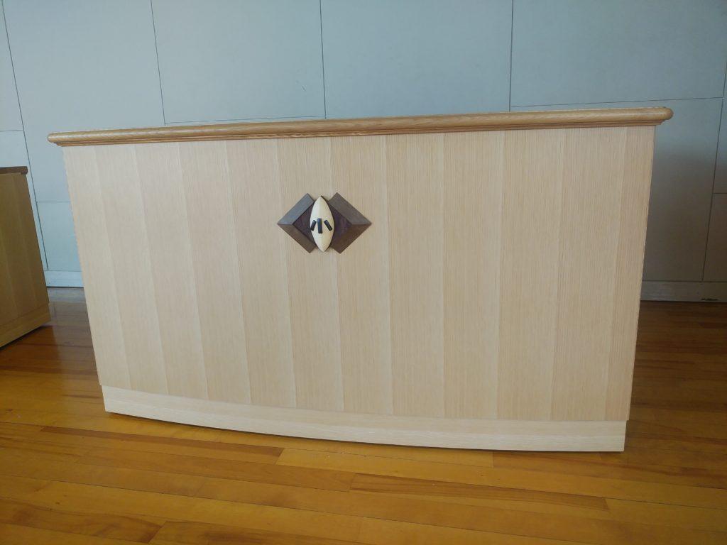 オーダーメイドの井波彫刻の木彫校章