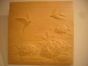 オーダーメイドの木彫レリーフ 燕とアジサイ