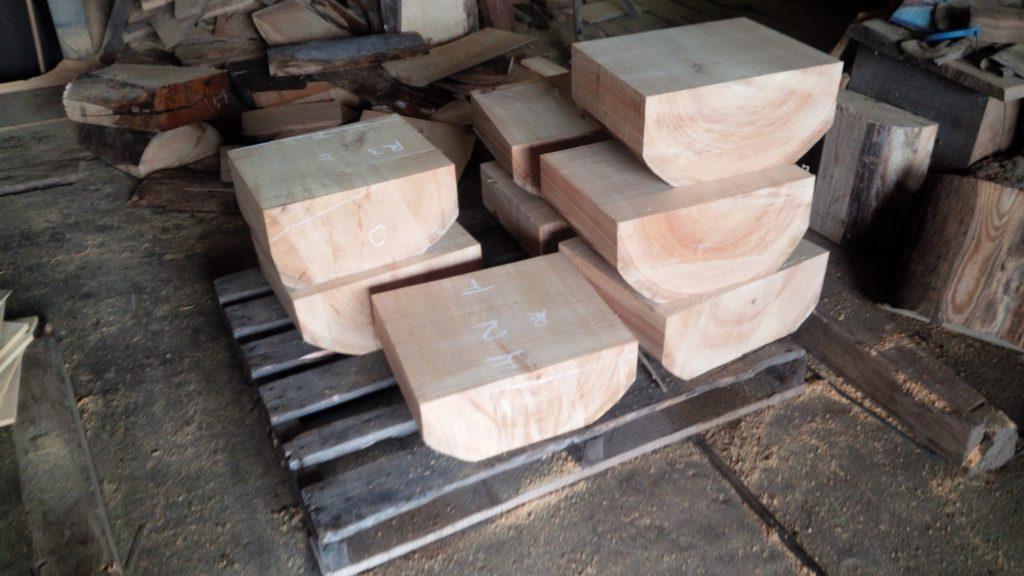 受注制作の木彫材料の製材