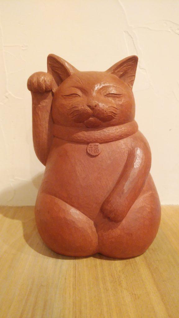 オーダーメイドの木彫招き猫