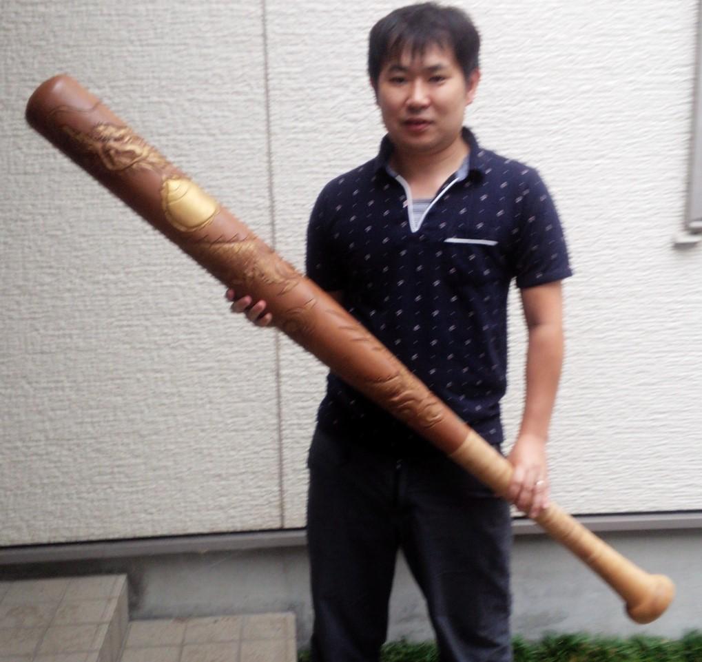 オーダーメイドの井波彫刻 木彫りバット